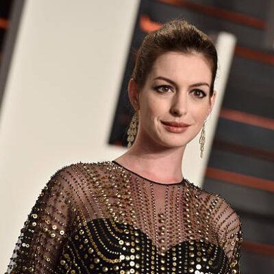 Anne Hathaway Stabbed Movie Set