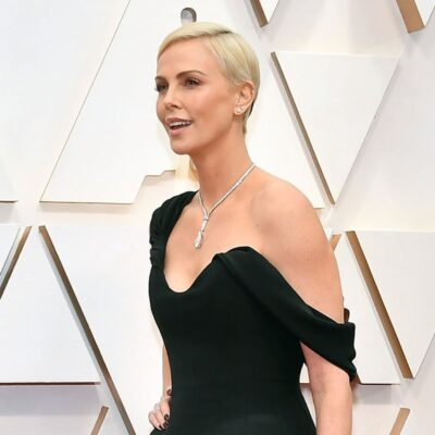 Charlize Theron in.a black dress at the Academy Awards