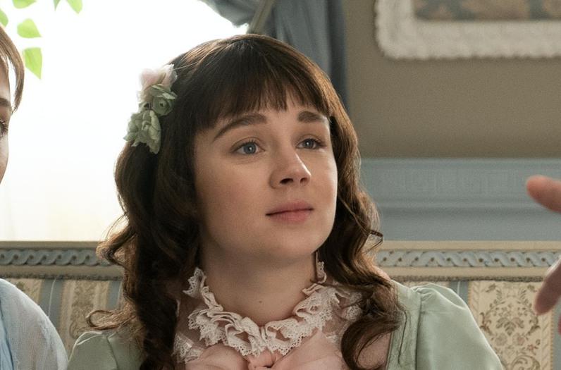 Claudia Jessie as Eloise Bridgerton in 'Bridgerton'.