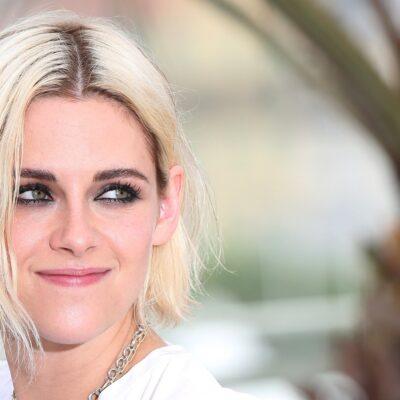 Close up of Kristen Stewart with blonde hair.