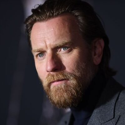 Ewan McGregor attends the premiere of Doctor Sleep in a grey suit and black sweater