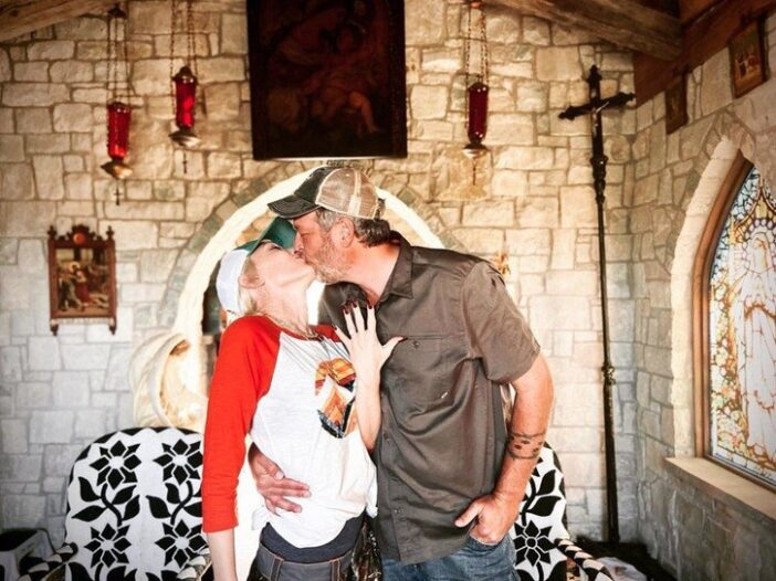 Gwen Stefani and Blake Shelton engagement photo
