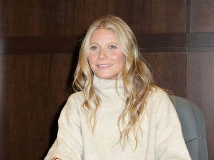 """Gwyneth Paltrow, in a cream sweater, signs her new Book """"The Clean Plate"""" at Barnes & Noble"""