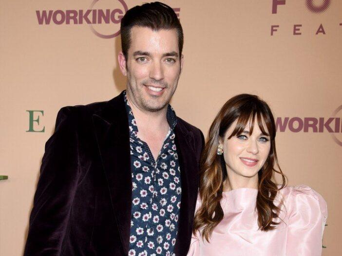 Jonathon Scott on the left in a maroon jacket, Zooey Deschanel on the right in a pink dress.