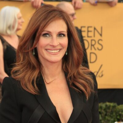 Julia Roberts smiling and wearing all black.