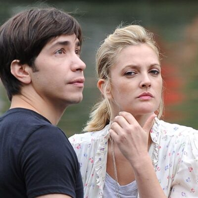 Justin Long and Drew Barrymore on location for their film Going The Distance