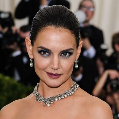 Katie Holmes with dramatic dark makeup on at a gala.