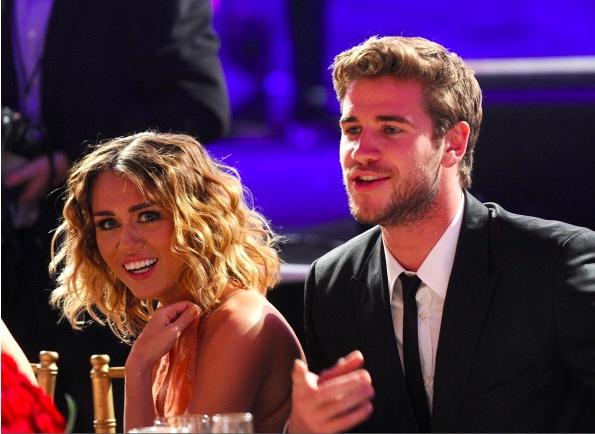 Miey Cyrus Pay Liam Hemsworth
