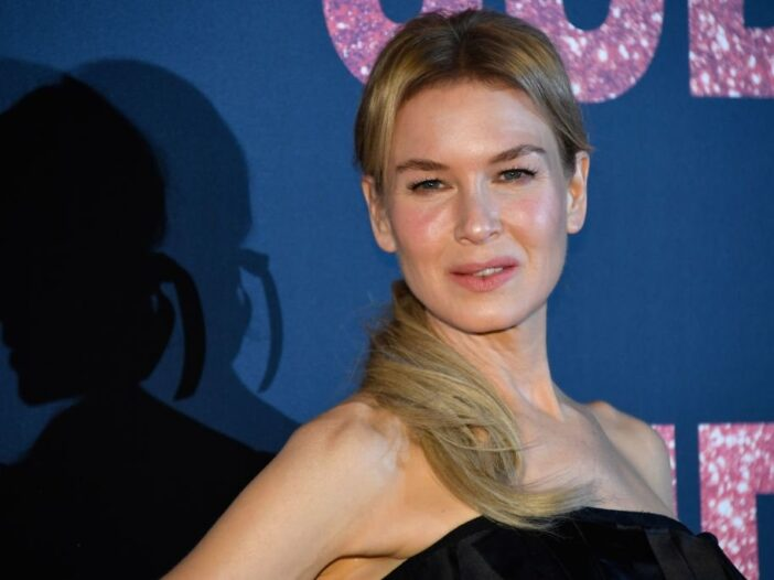 Renee Zellweger poses on the red carpet as she arrives to attend the premiere of the film 'Judy' at