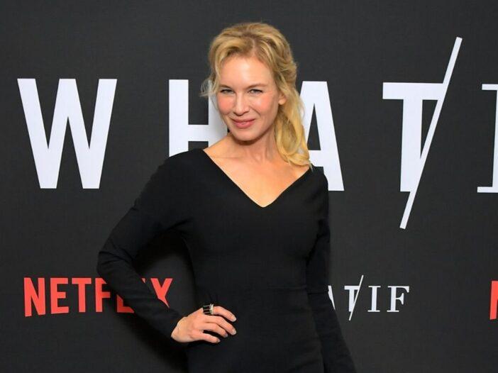 Reneé Zellweger wearing a black dress on the red carpet
