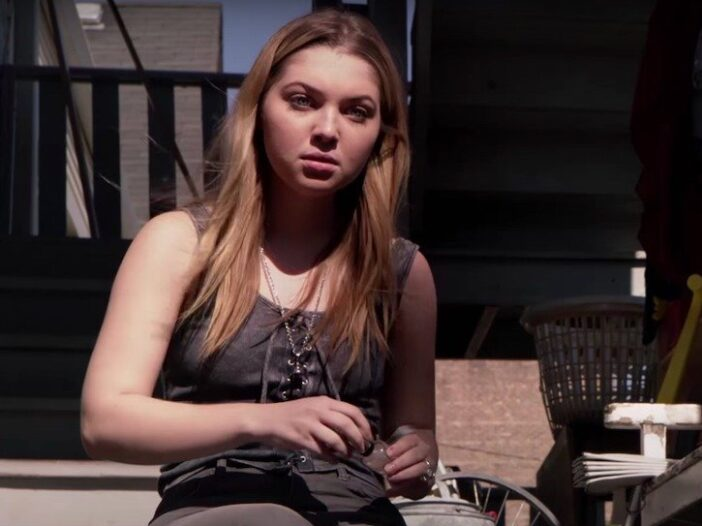 Still from Shameless of Sammi Hanratty as Cassidy painting her nails on steps