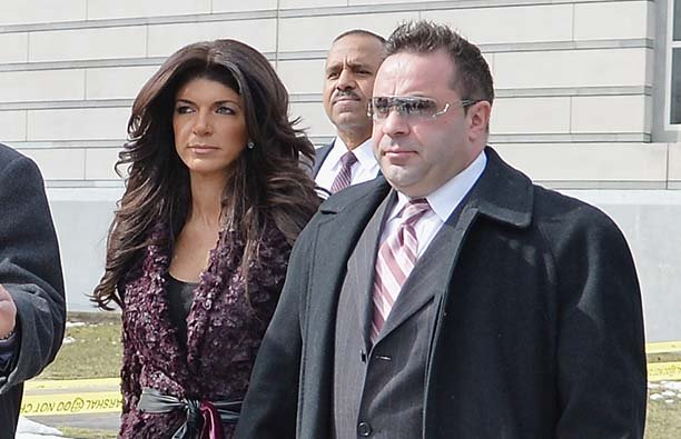 Teresa Giudice and Joe Giudice leave court in 2014