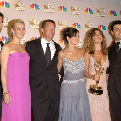 The cast of Friends, from left to right: David Schwimmer, Lisa Kudrow, Matthew Perry, Courteney Cox, Jennifer Aniston (holding an Emmy) and Matt LeBlanc.