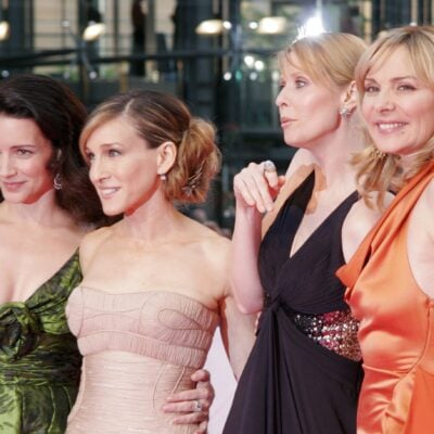 The cast of Sex And The City pose together on the red carpet