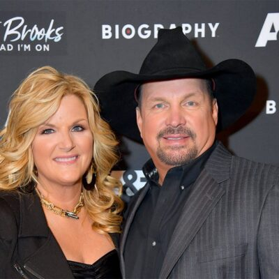 Trisha Yearwood on the left, Garth Brooks on the right, together at a red carpet event