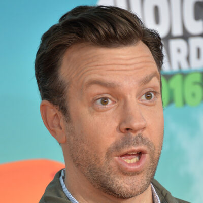 Close up of Jason Sudeikis making a confused face.