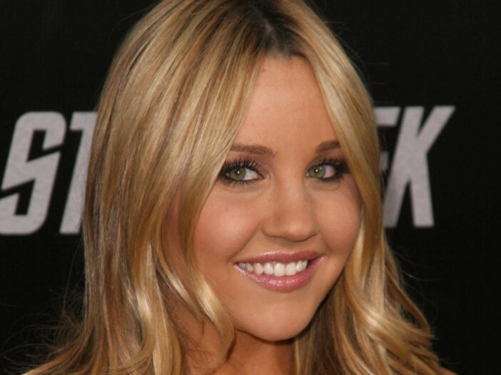 Amanda Bynes in a coral dress at a Los Angeles movie premiere.