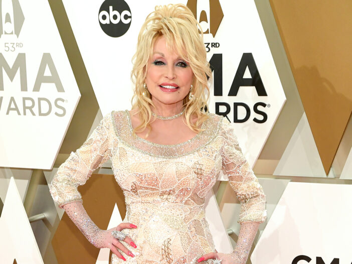 Dolly Parton in a white dress at an award show.