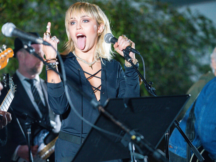 Miley Cyrus flipping the bird in live performance