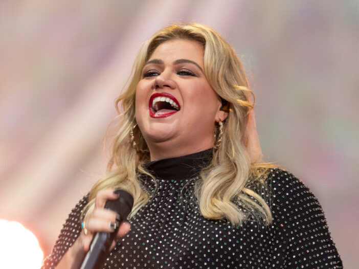Kelly Clarkson laughing on stage