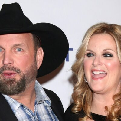 Garth Brooks and Trisha Yearwood pose for photos on the red carpet