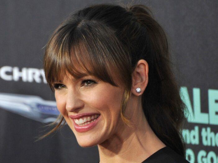 Jennifer Garner smiles broadly at a movie premiere