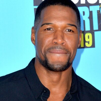 Michael Strahan wears a black shirt on the Nickelodeon red carpet
