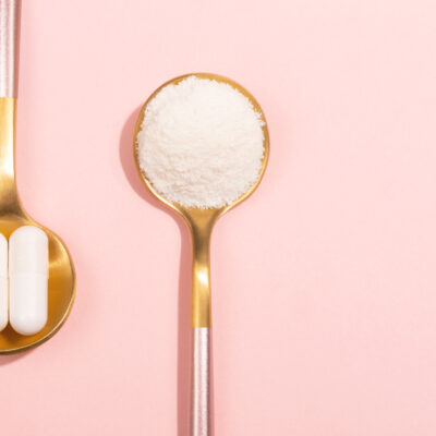 Image of collagen tablets and powder.