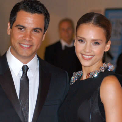 Cash Warren on the left in a suit, Jessica Alba on the right in a black dress.