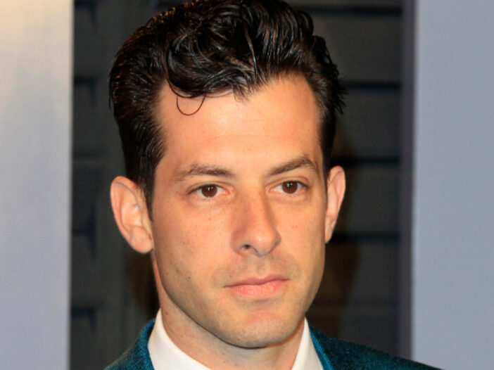 (Kathy Hutchins/Shutterstock.com) Mark Ronson wearing blue tux at Oscars afterparty