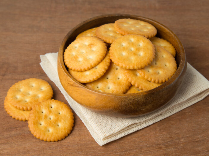 Image of Ritz crackers in a bowl.