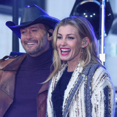 Tim McGraw and Faith Hill performing on stage together