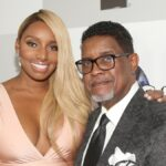 NeNe Leakes wears a peach colored gown and poses with husband Gregg, in a gray suit, on the red carpet