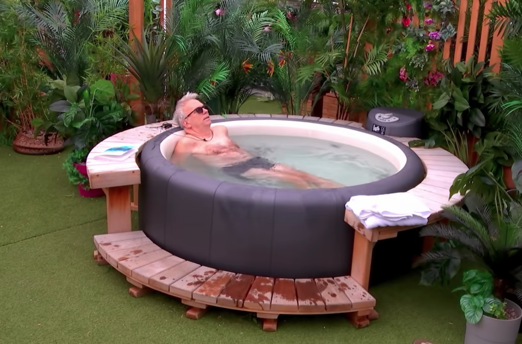 Lee (aka River) using the hot tub on season 2 of Netflix's 'The Circle'