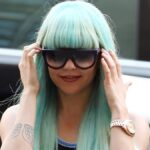 Amanda Bynes wears a blue-ish wig and dark sunglasses as she goes to court in New York