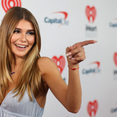 Olivia Jade Giannulli pointing and smiling.