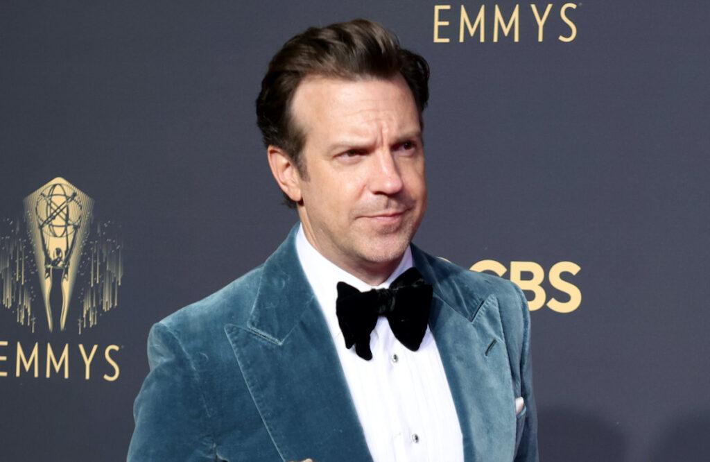 Jason Sudeikis in a blue tuxedo