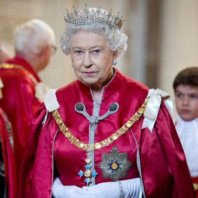 Queen Elizabeth wears red ceremonial garb