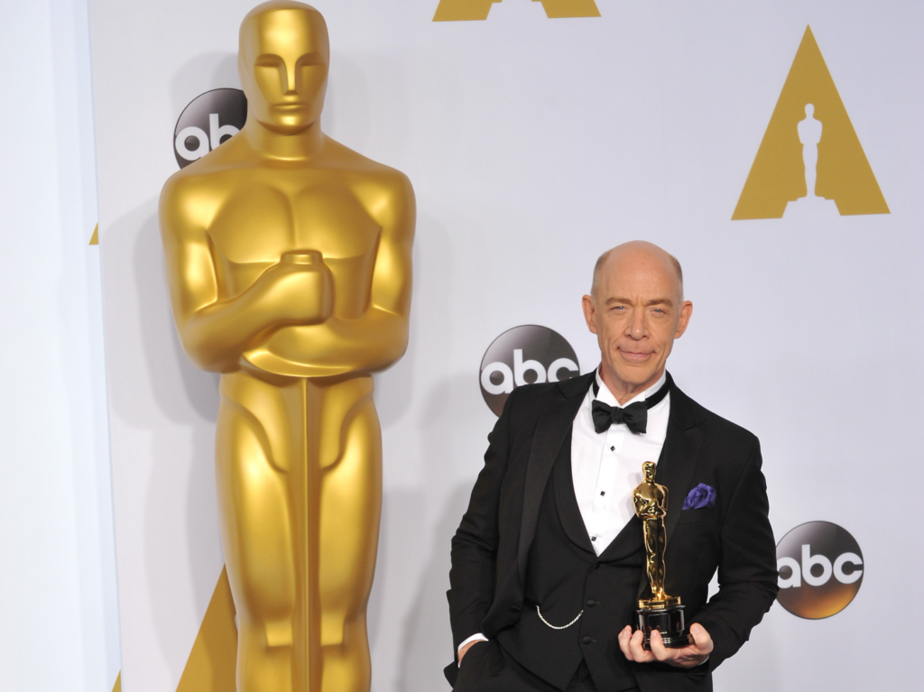 J.K. Simmons poses with his Academy Award